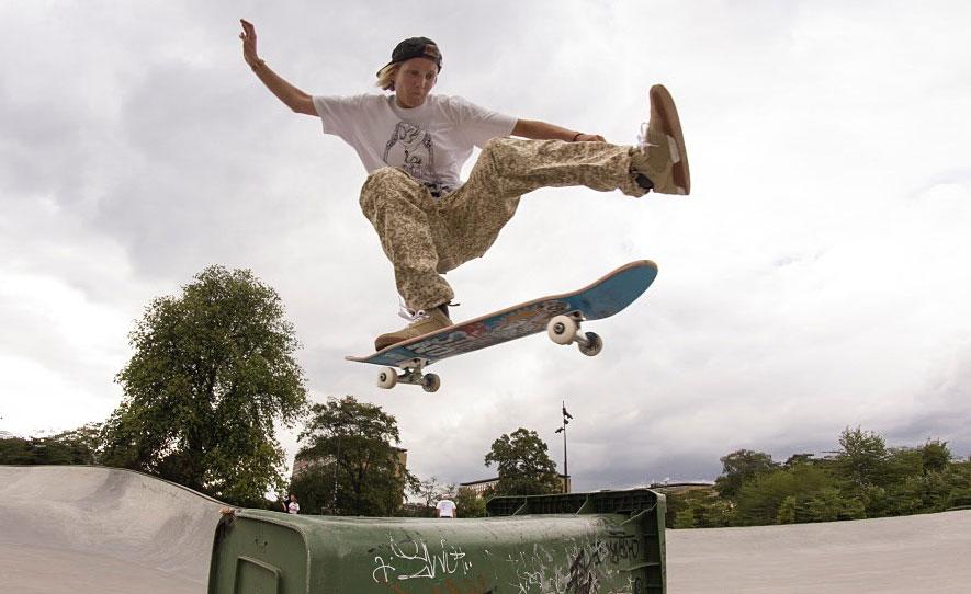 Girl Skate Uk - Lucy Adams - Skate Pharm Team Rider